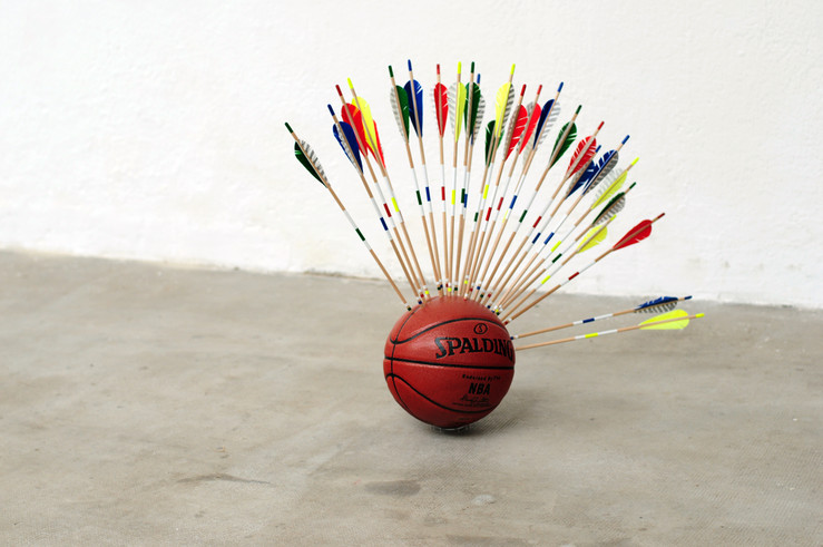 Olivier magnier sans titre 2012 ballon de basket technique mixte 30x70x90cm courtesy l artiste et less is more projects large2