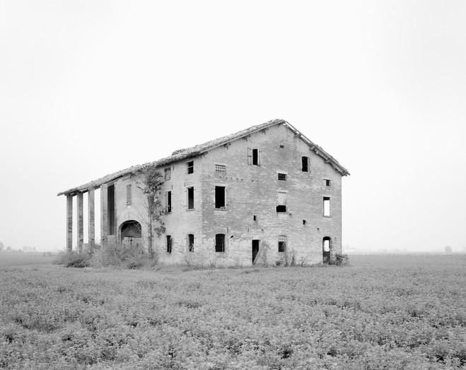 Paola de Pietri—Questa Pianura - Les filles du calvaire Gallery