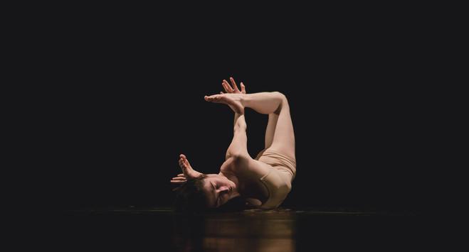 Performance Introspection de Lise Pauton - Galerie Les filles du calvaire