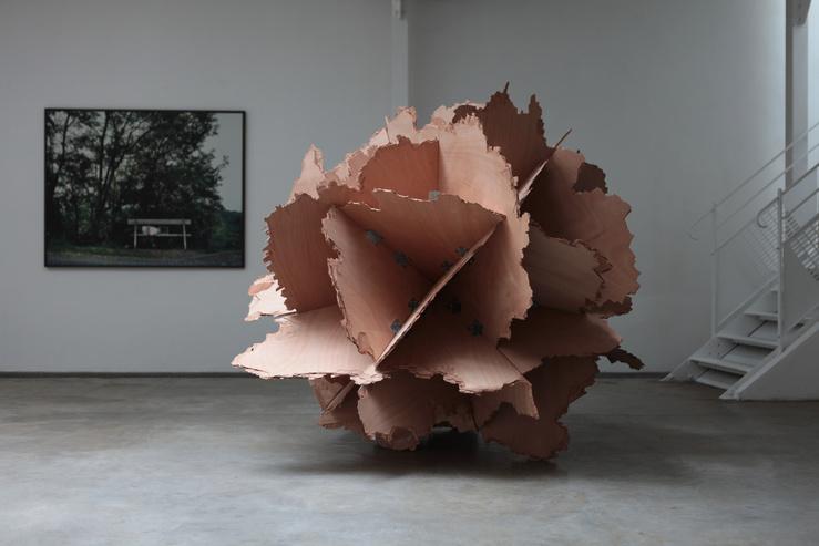 Vue de l'exposition «Intentions fragiles» — Au mur : Paul Pouvreau, à droite: Vincent Mauger