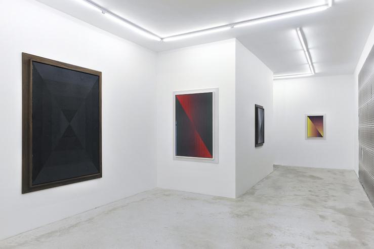 Vue de l'exposition Julian Hoeber