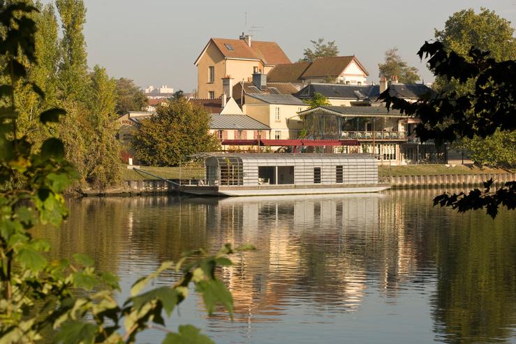 Le Cneai et la Maison flottante—Rueil-Malmaison 2006