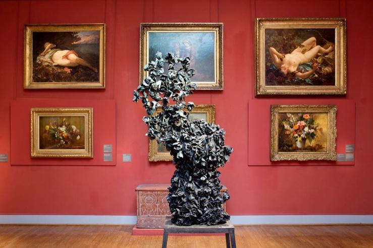 Johan Creten, vue de l'exposition «Eugène Delacroix. Des fleurs en hiver. Othoniel, Creten » au musée Eugene Delacroix, Paris, 2012—2013