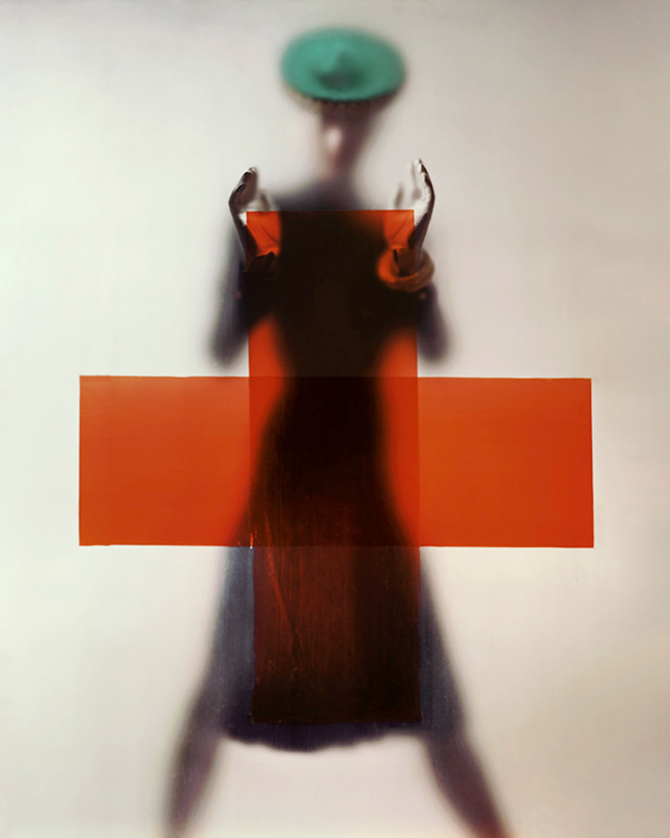 Erwin Blumenfeld, Do your part for the Red Cross (Soutenez la Croix-Rouge) — Variante de la photographie de couverture de Vogue US, 15 mars 1945 — Impression jet d'encre sur papier, Canson baryta, tirage posthume, 2012