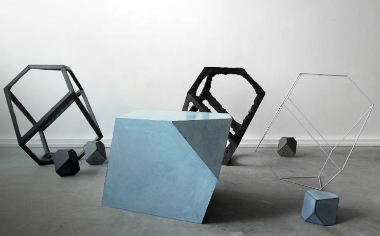 Raphaël Denis, Eléments pour un ensemble (2013)—Plâtre pigmenté et éléments divers dimensions et propositions variables