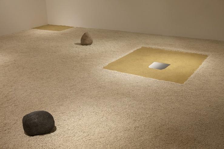 Lee Ufan, La Peinture ensevelie… 2013—Vue d'exposition «Lee Ufan», Kamel Mennour