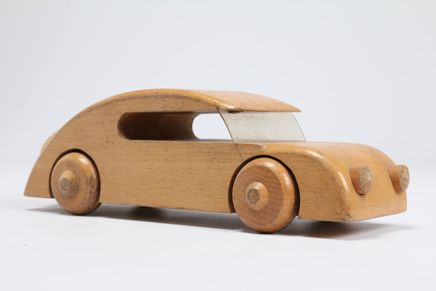 Voiture en bois original medium