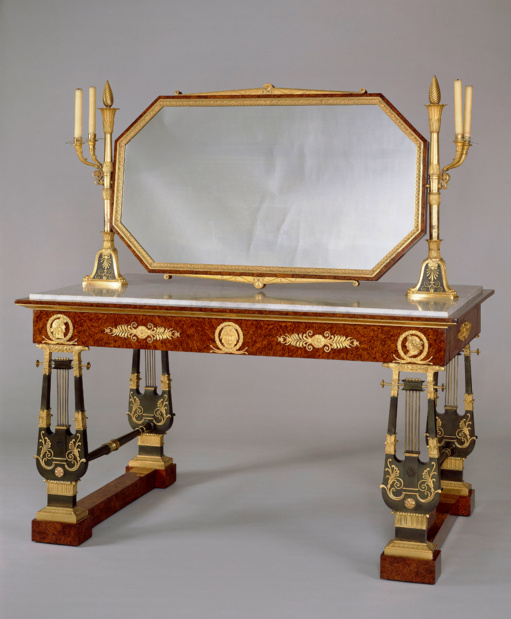 Table toilette tuileries medium