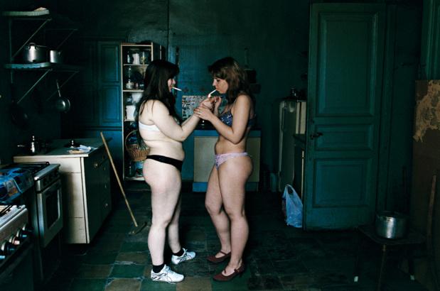 Maison europeenne de la photographie francoise huguier les appartements communautaires nus dans la cuisine saint petersbourg medium