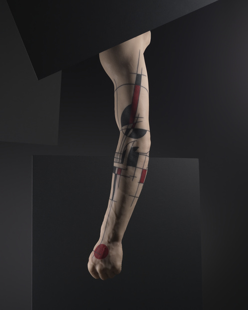 Musee du quai branly yann black tatouage sur moulage en silicone 2011 medium