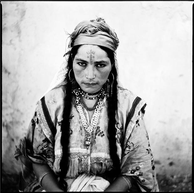 Musee du quai branly marc garanger portrait de femme algerienne 1960 medium