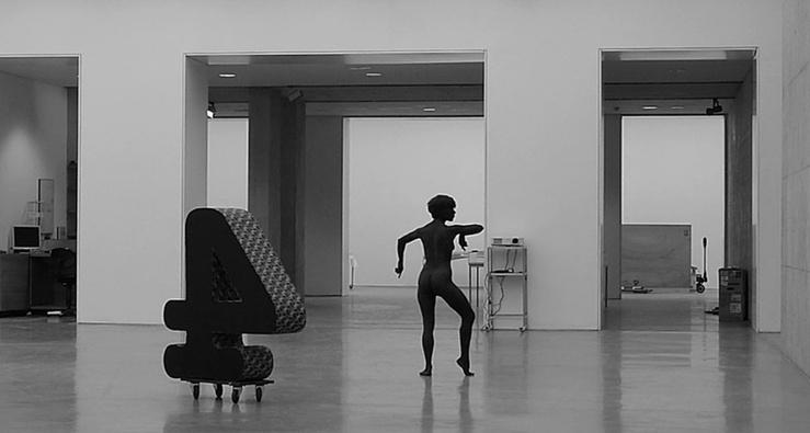 "Lili Reynaud-Dewar, I Don't Know What a Conceptual Artist Looks Like 2, 2012—Vidéo N&B, 2'37"""