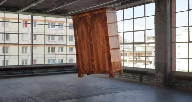 Mandla Reuter, The Agreement, Vienna, 2011. Armoire ; 198 x 129 x 85 cm. Vue de l'exposition The Promise of Moving Things, Centre d'art contemporain d'Ivry — le Crédac, 2014
