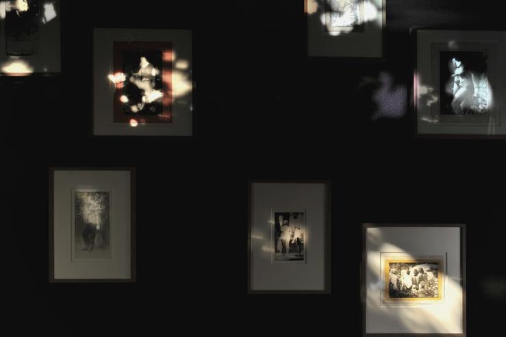 Vue de l'exposition «Miroslav Tichý—Piège pour un voyeur», galerie Christophe Gaillard, 2015