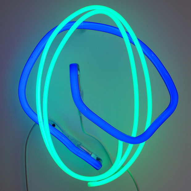 Nathalie brevet hughes rochette tubes ne ons bleu et vert 38 42 cm edition de 5 courtesy of the artist galerie un spaced paris medium