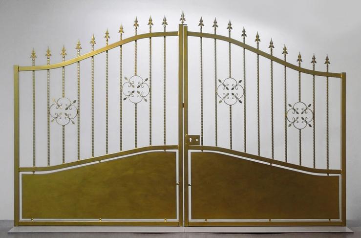 Pierre Ardouvin, Golden Gate, 2007—Portail peint, base métallique