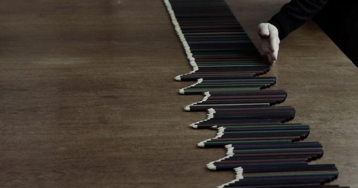 Marie Cool Fabio Balducci, Untitled (crayons de couleur, table), 2010—Action ; Vidéo HD, couleur, muet, 1'17
