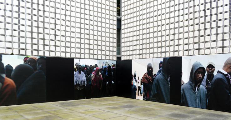 Samuel Gratacap, série Les Naufragés, installation à l'Institut du Monde arabe, 2015
