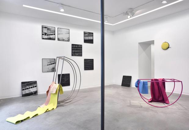 Galerie eric mouchet peeping space medium