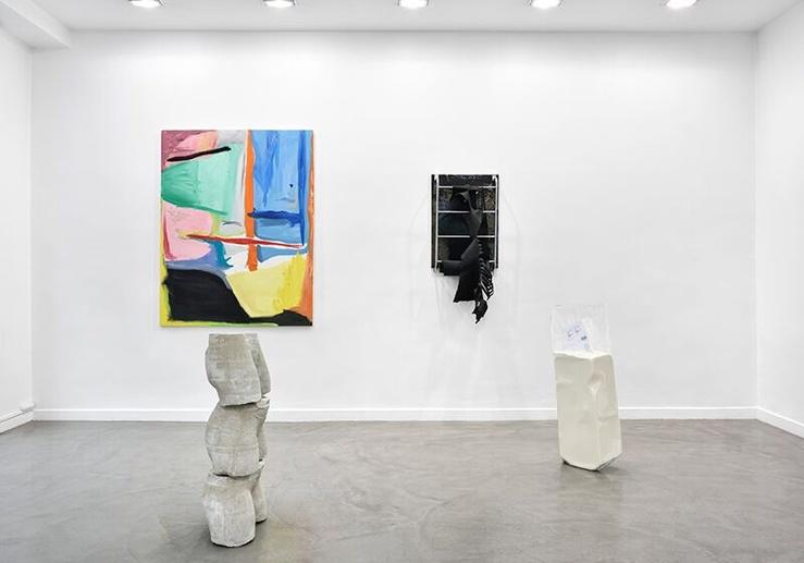 Vue de l'exposition Né un 2 juillet à la galerie Derouillon, Paris