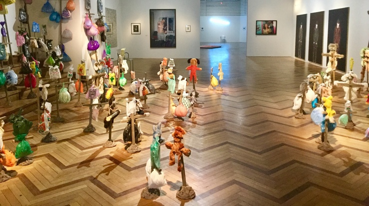 Annette Messager, vue de l'exposition Vivre !! au musée national de l'histoire et de l'immigration