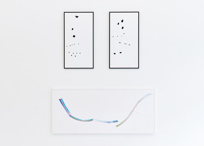 bas) Anouk Kruithof, Rainbow Strategies, 2015 56 x 131.6 cm 5 impressions fine art 20 x 30 cm encadrées par un cadre blanc, mat, métallique avec une vitre de protection UV (claire) (haut) Anouk Kruithof, This Pic is Sick, 2015 diptyque : 2 x 37 x 71 cm 5 impressions type fine art 20 x 30 cm encadrées par 2 cadres noirs, mats, métalliques avec une vitre de protection UV (claire)
