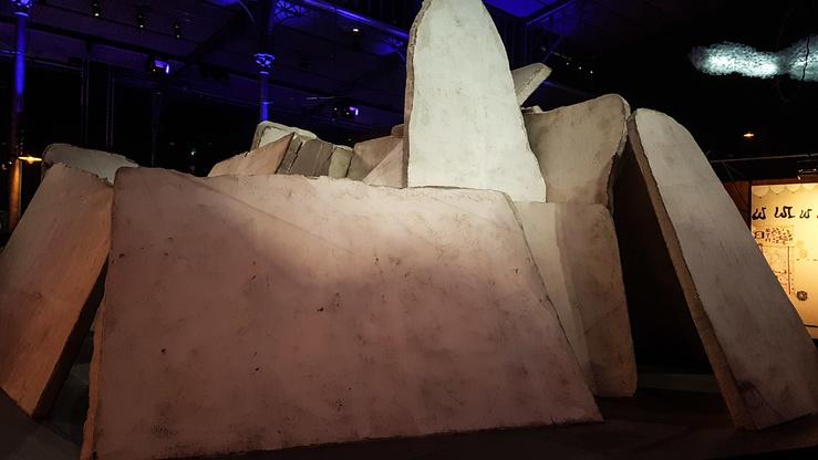 Youssef Limoud, Labyrinth, Vue de l'exposition Afriques Capitales à la Grande halle de La Villette, 2017