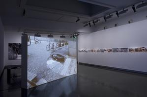 Vue de l'exposition «En Suspens»