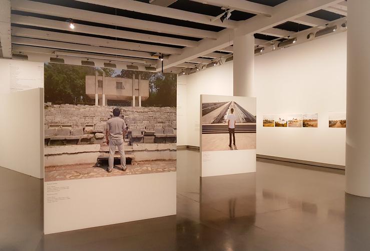 Vue de l'exposition En Suspens, Le BAL, 2018