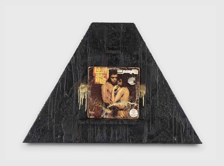 Rashid Johnson, Look at Me—Savon noir, cire, vinyle, beurre de karité et peinture—73,7 cm x109,2 cm x 10,8 cm