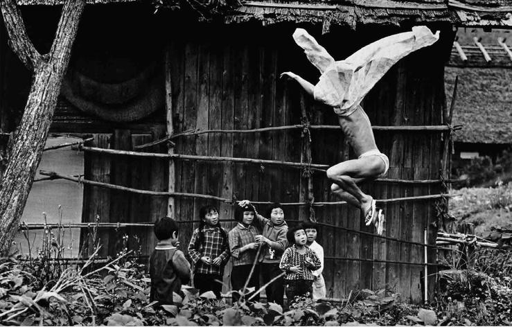 Eikoh Hosoe, Kamaitachi 17, 1965, photographie noir et blanc