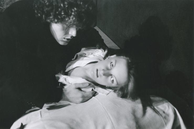 Hervé Guibert, Musée Grévin, Paris, Autoportrait, 1978—Tirage gélatino-argentique—Dimensions du tirage : 20 x 29,7 cm—Tampon à sec Hervé Guibert