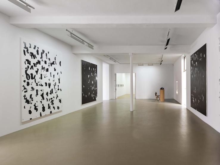 Vue de l'exposition Glenn Ligon, Debris Field/Notes for a Poem on the Third World/Soleil Nègre