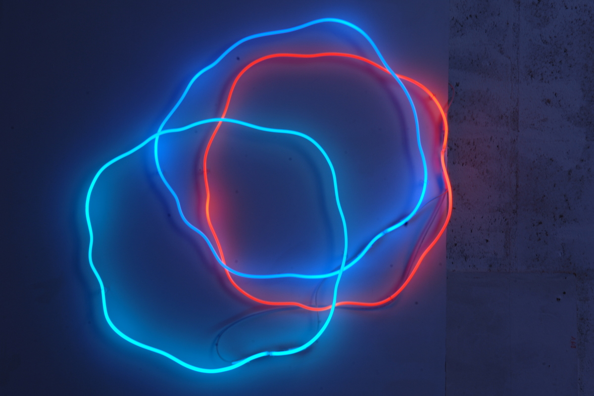 Neon%20bleu%20rouge%203 1 original