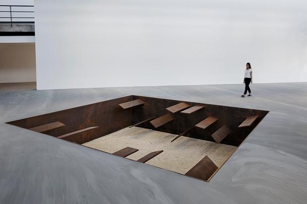 Michael heizer sculpture gagosian03 1 medium
