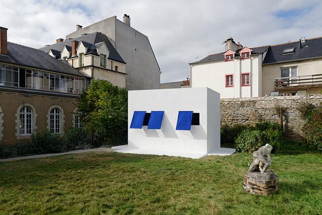 Jean-Pascal Flavien, dancers sleeping inside a building, 2016, Rennes