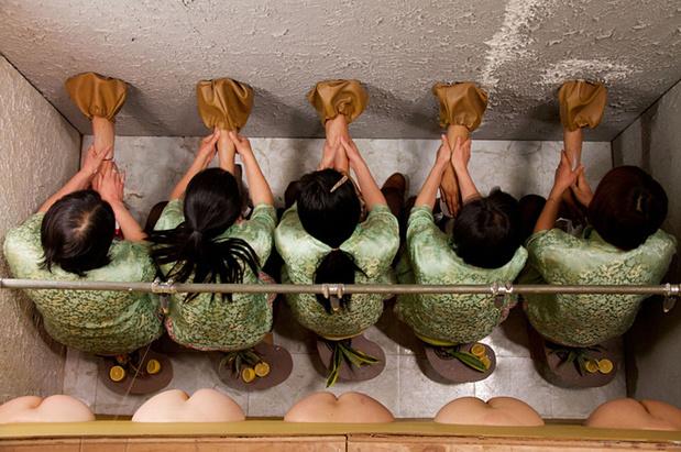 Mika rottenberg squeeze maison populaire montreuil exposition 2 1 medium