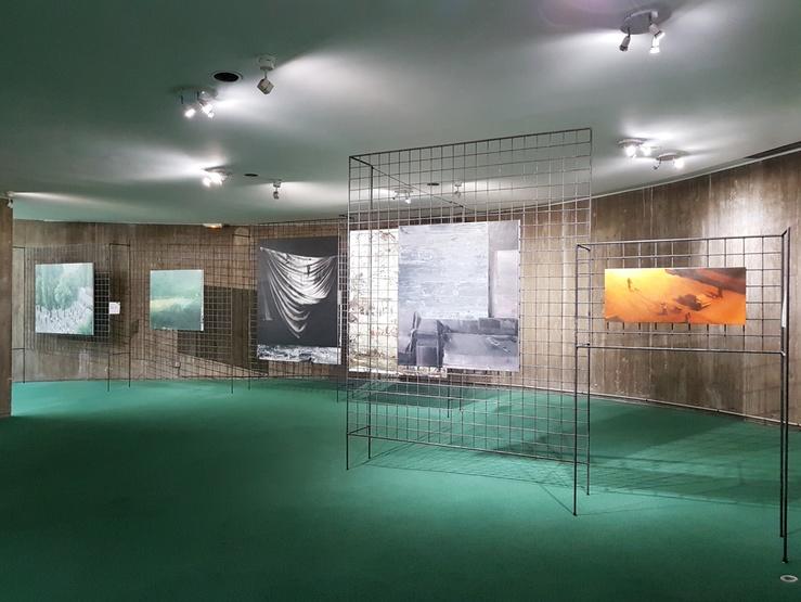 Ex-East, vue de l'exposition au Siège du Parti communiste français, Espace Niemeyer, Paris, 2019