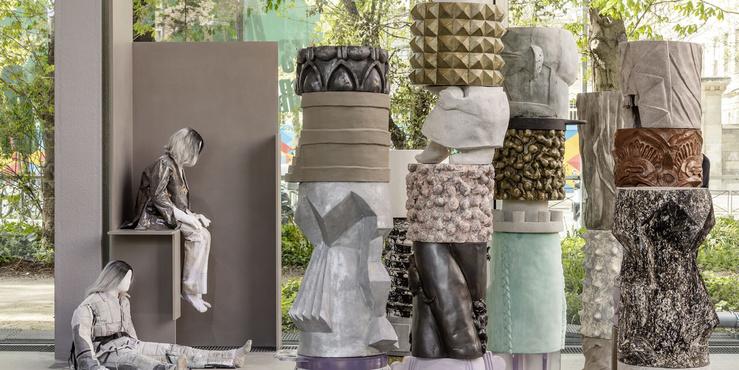 Vue de l'exposition Jeunes Artistes en Europe. Les Métamorphoses, Fondation Cartier pour l'art contemporain, Paris, 2019. Au premier plan, Marion Verboom