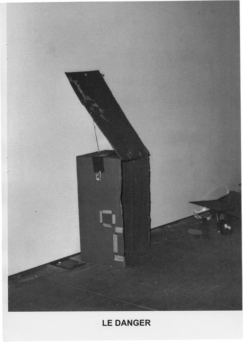 Pages extraites du fanzine accompagnant l'exposition Le Monde Connu à la galerie du Confort Moderne, 32 pages Noir et Blanc, 20 x 28 cm, 150 exemplaires