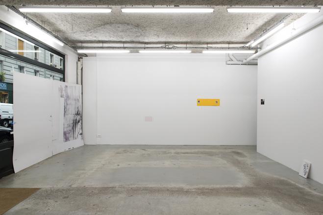 Vue de l'exposition OLDER and YOUNGER à L'ahah #Moret, Paris, 2018