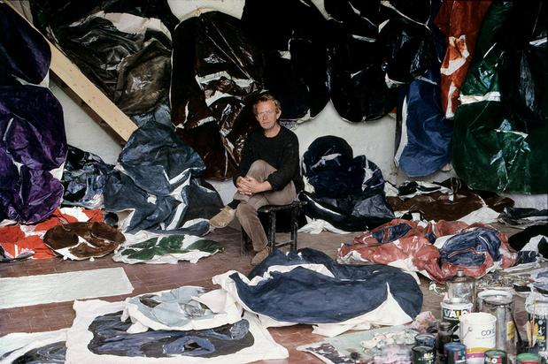 Simon hantai in the studio, meun, 1967 photo edouard boubat 2 original 1 medium