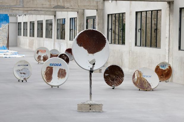 Ouassila arras des histoires d eau vue d exposition photo aurelien mole courtesy les tanneries cac amilly 018 1 medium