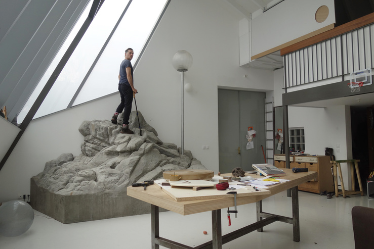 Julien Berthier dans son atelier à Paris, avril 2020