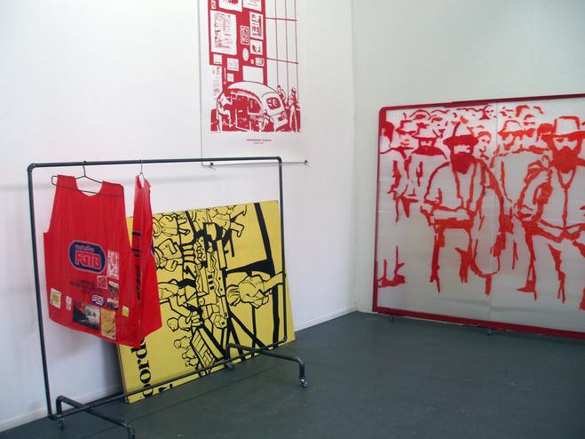 Sven 't Jolle, Vue d'exposition Casse-toi pauvre canard! (ou faites payer la crise aux retraités, aux handicapés et aux employés), Galerie Laurent Godin, Paris, 2010