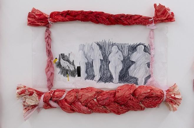 Détail de l'œuvre «The line of little figures. Luke», 2020, colle, pigments, polyester , 225 x 230 cm
