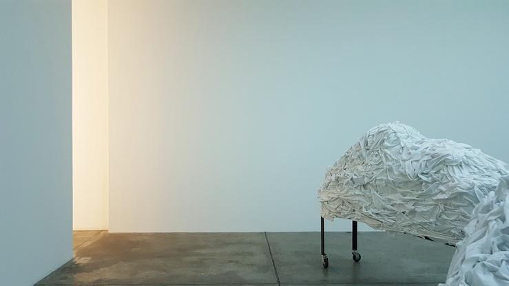 Christian Boltanski, Les Linges, 2020, vue de l'exposition Après, galerie Marian Goodman, Paris