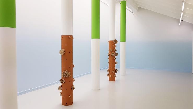 Vue de l'exposition La Bibliothèque grise, Ferme du Buisson, Noisiel, 2021