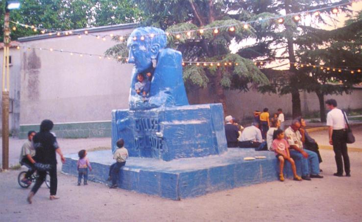 Thomas Hirschhorn, Deleuze Monument, Avignon, 2000—Dans le cadre de l'exposition collective, La Beauté