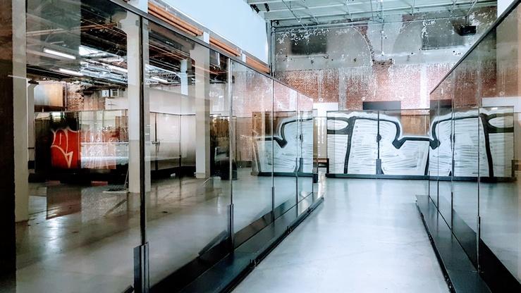 Vue de l'exposition Carte blanche à Anne Imhof, Natures mortes, Palais de Tokyo, 2021